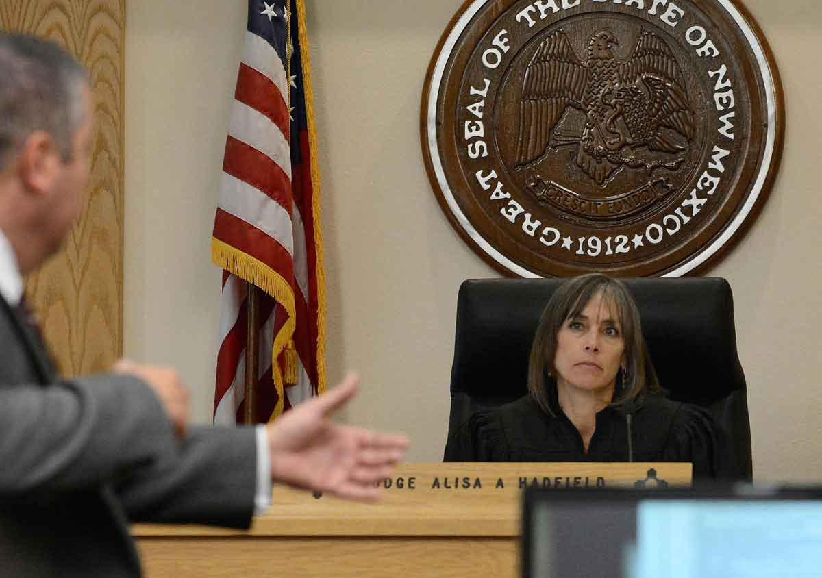 Judge Alisa A. Hadfield looks on as attorney Sam Bregman asks questions of the expert witness for the prosecution Jeff Noble. Jim Thompson / Albuquerque Journal