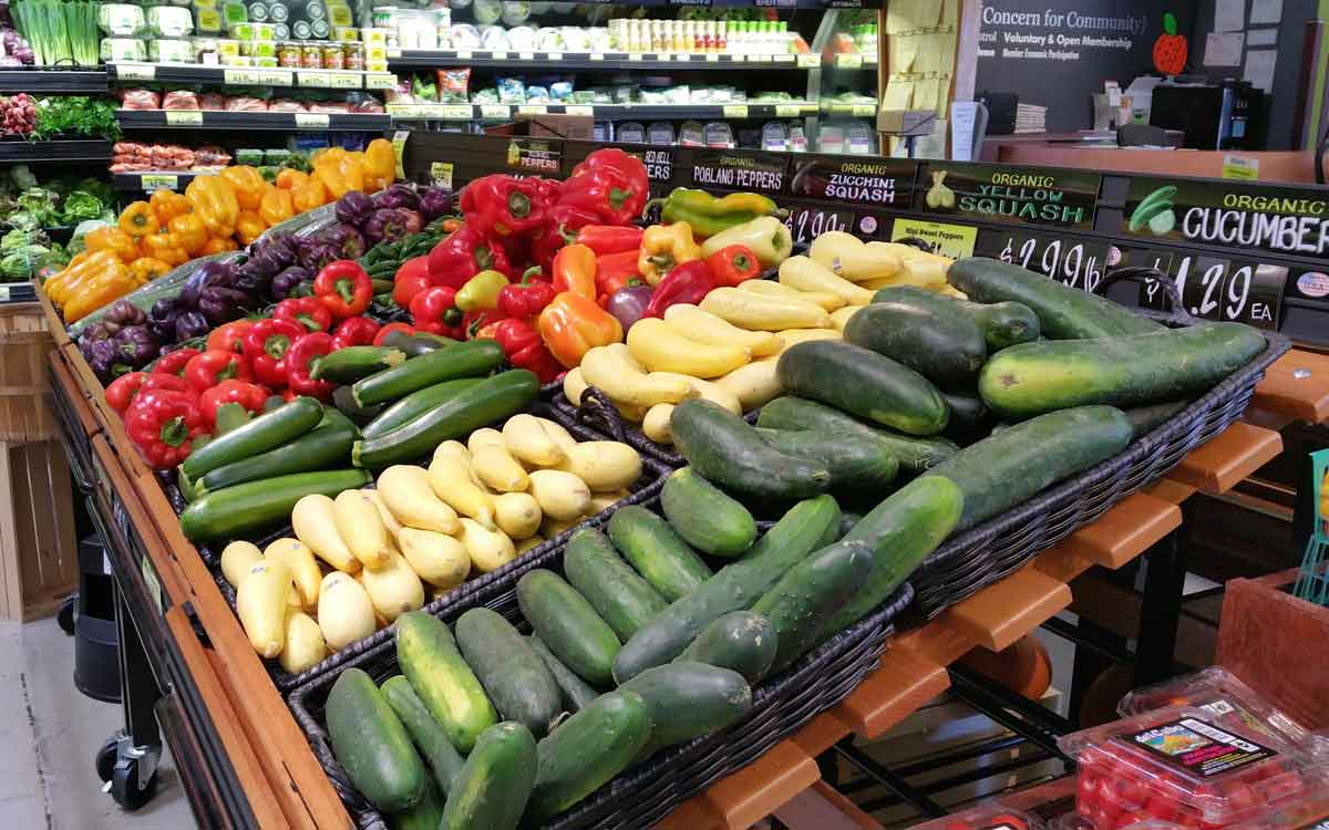 Organic vegetables at La Montañita's Nob Hill store Ed Williams/KUNM